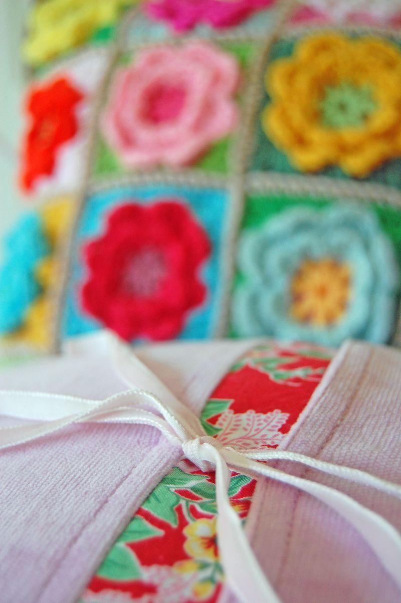 Crochet pillows and quilt 044a_edited-1