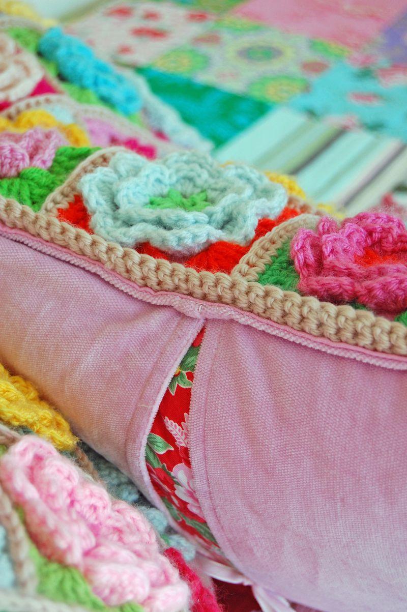 Crochet pillows and quilt 126a