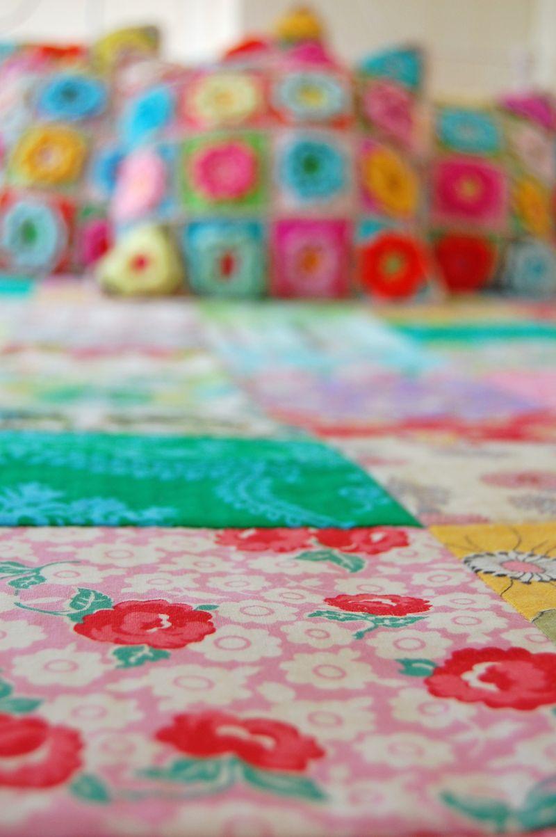 Crochet pillows and quilt 415a