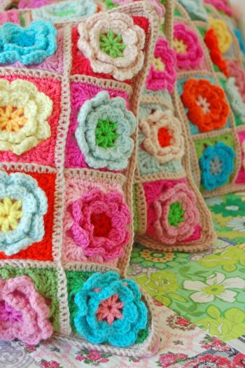 Crochet pillows and quilt 223a