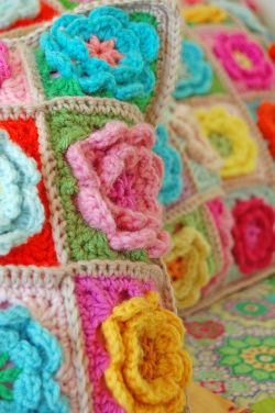 Crochet pillows and quilt 221a
