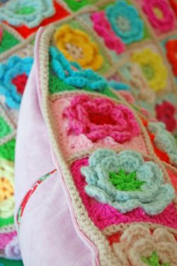 Crochet pillows and quilt 208a